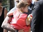 David e Victoria e Beckham levam os filhos à Torre Eiffel