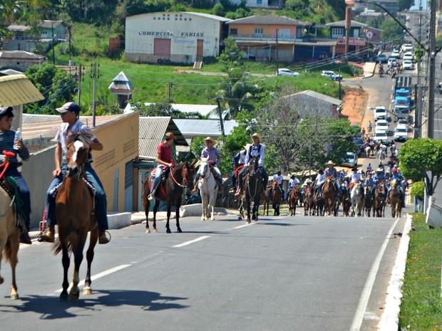 Cavalgada saiu da Ponte da União até um rancho de Cruzeiro do Sul  (Foto: Anny Barbosa/G1)