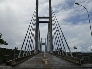 Ponte está pronta desde junho de 2011 e aguarda inauguração (Foto: Abinoan Santiago/G1)