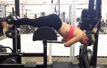 Saiba qual é a maneira adequada de fazer exercícios para core e glúteos