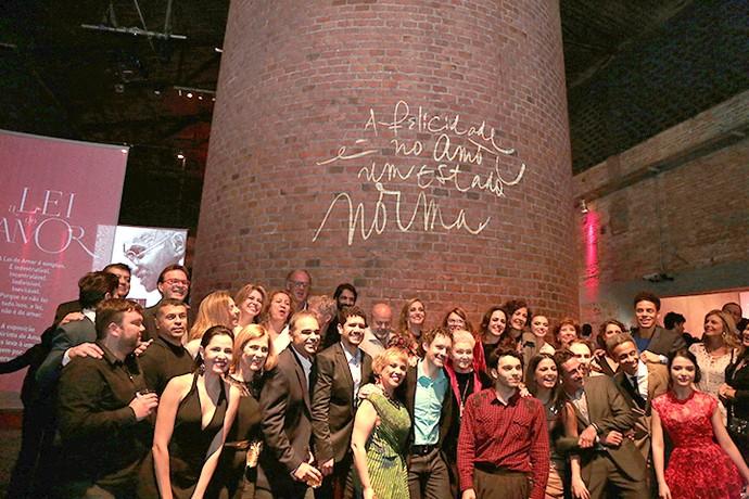 Equipe, elenco e convidados em festa de lançamento de 'A Lei do Amor' (Foto: Isabella Pinheiro/Gshow)