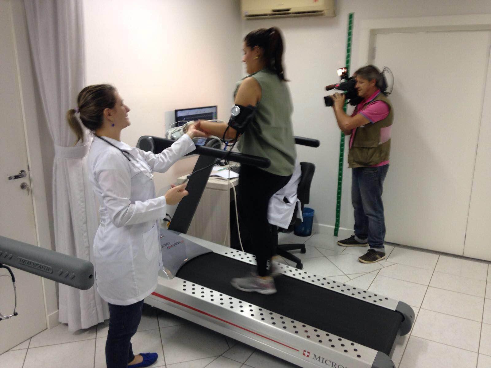 Repórteres iniciaram atividades físicas (Foto: RBS TV/Divulgação)
