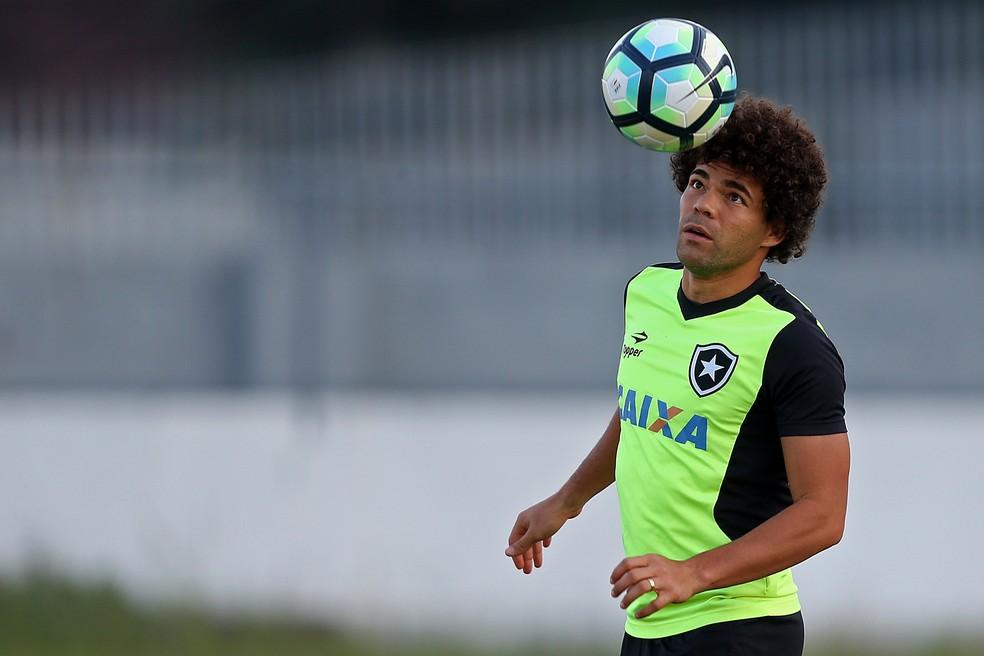 80958eb71c Camilo durante o treino do Botafogo (Foto  Vitor Silva SSPress Botafogo)