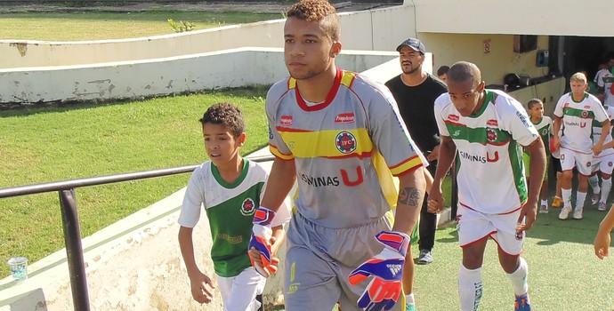 Thúlio diz que Rodrigo Poço é como um pai para ele nos treinamentos  (Foto: Wilkson Tarres/Globoesporte.com)