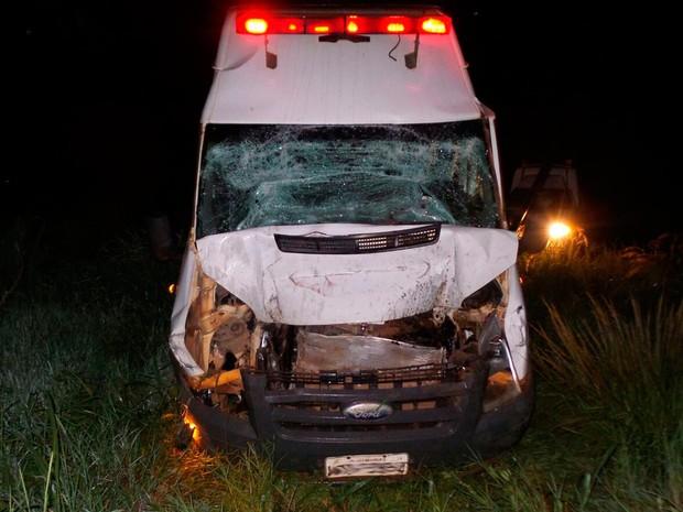 Ambulância se envolveu em acidente com carreta na mesma rodovia (Foto: Ivan Gehlen/ Blog Braga)