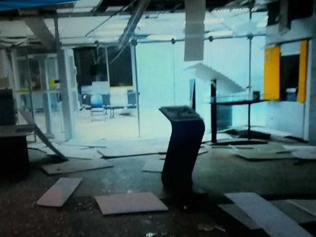 Agência ficou destruída após ataque de criminosos em Poço Verde (Foto: Gerliano Brito)