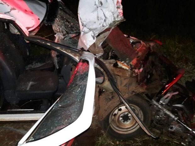 Com o impacto da batida, piloto da motocicleta morreu na hora (Foto: colaboração / Região Noroeste)