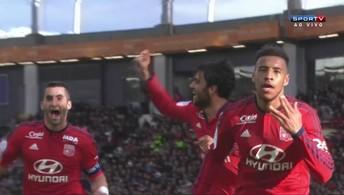 Lyon vence Toulouse em jogo de cinco gols