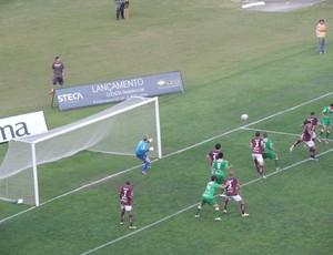 Caxias sofre gol do Luverdense no Centenário (Foto: Hector Werlang/GLOBOESPORTE.COM)