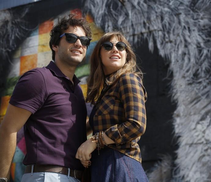 Tiago e Isabela passeiam na zona portuária do Rio de Janeiro (Foto: Raphael Dias/Gshow)