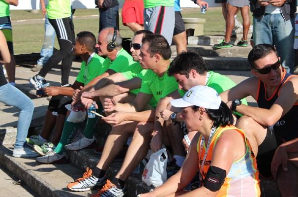 Atletas descansam após Corrida e Caminhada Esperança em Campinas (Foto: Bruno Teixeira/ EPTV)