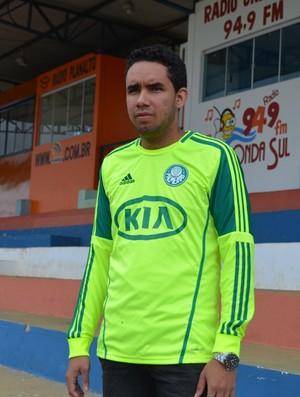 Gustavo França, de 21 anos, é torcedor do VEC e Palmeiras (Foto: Jonatas Boni)