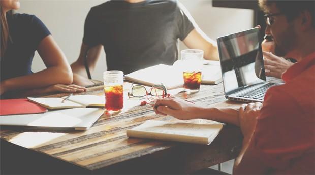 Ideias importantes geralmente são discutidas no mesmo pequeno círculo de colegas (Foto: Reprodução )