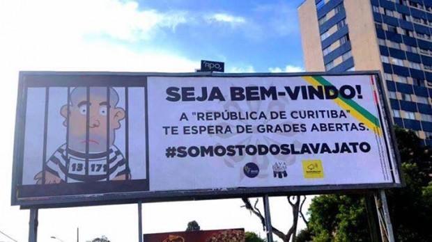 Movimentos anti-Lula espalham cartazes por Curitiba, dias antes de seu depoimento ao juiz Sérgio Moro (Foto: Reprodução/YouTube)