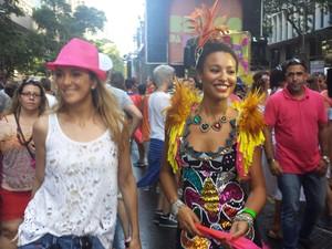 Ticiane Pinheiro e Sheron Menezzes no bloco da Preta Gil no Rio de Janeiro (Foto: Isac Luz / EGO)