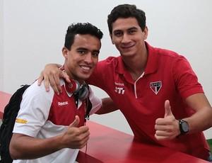 Jadson dá boas vindas a Ganso (Foto: Rubens Chiri / Site oficial do São Paulo FC)