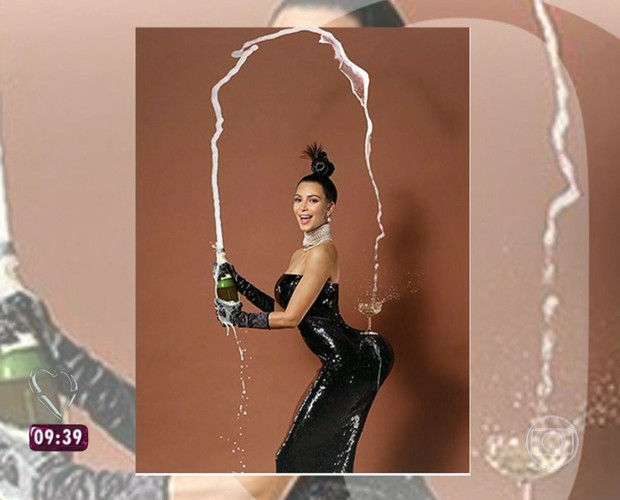 Kim Kardashian equilibra taça de champanhe no bumbum (Foto: Reprodução/TV Globo)