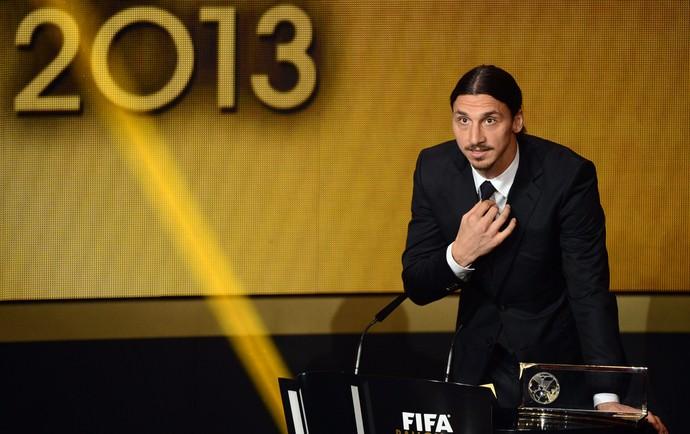 Ibrahimovic bola de ouro da FIFA (Foto: AFP)