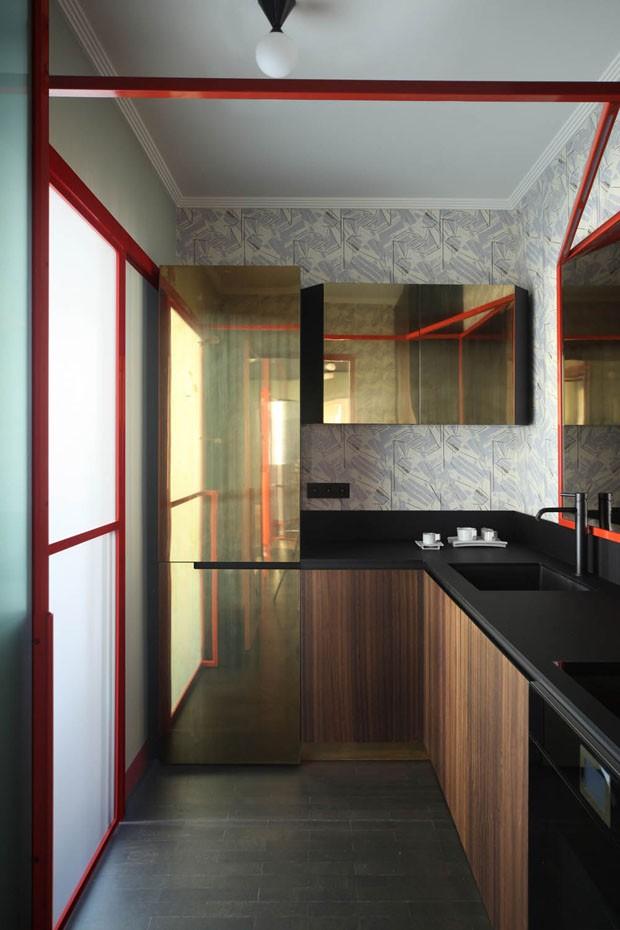 Décor do dia: cozinha com acabamento dourado (Foto: Carola Ripamonti/Divulgação)