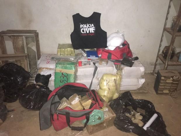 Polícia apreendeu cerca de 300 quilos de drogas (Foto: Polícia Civil)