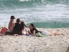 Vanessa Lóes curte dia de sol com os filhos em praia do Rio