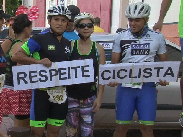 Atletas pedem respeito aos ciclistas de Fortaleza (Foto: TV Verdes Mares/Reprodução)