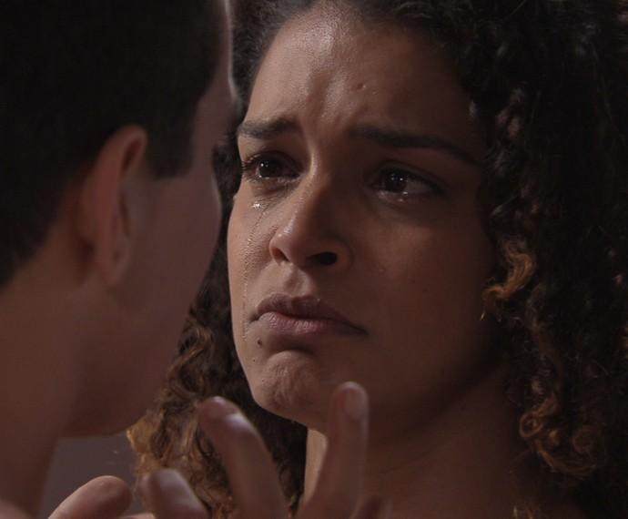 Gabi fica desesperada (Foto: TV Globo)