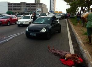 Idoso foi atropelado ao tentar atravessar a BR-101 na manhã desta terça, em Natal (Foto: Igor Jácome/G1)