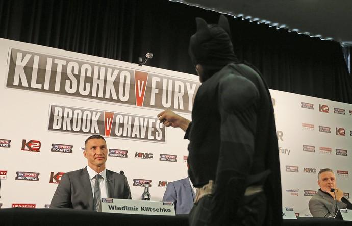 Tyson Fury, Batman, Wladimir Klitschko, coletiva, boxe (Foto: AP)