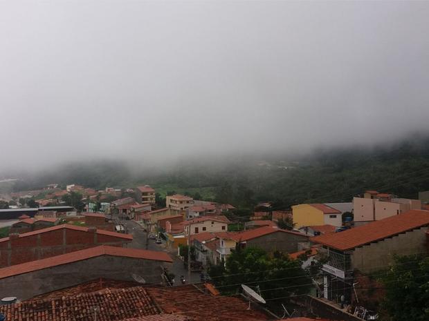 Ceará recebeu boas chuvas neste sábado de Carnaval. Em Viçosa do Ceará o tempo está nublado (Foto: Tadeu Feitosa/Arquivo Pessoal)
