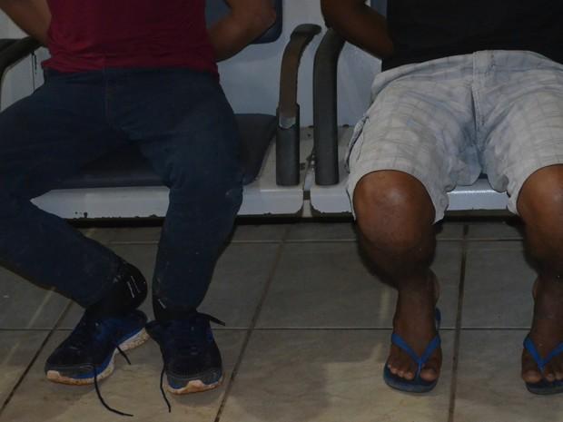 Polícia acredita que homens estejam envolvidos em outros crimes na região (Foto: Aline Lopes/G1)
