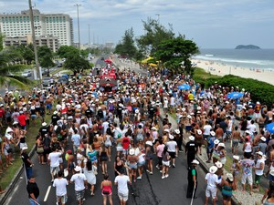 Alguns blocos desfilam na orla da Barra (Foto: Alexandre Macieira/Riotur)