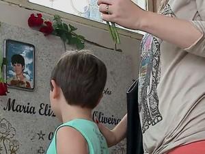 Túmulo da menina que teria previsto a própria morte há 51 anos (Foto: RBS TV/Reprodução)