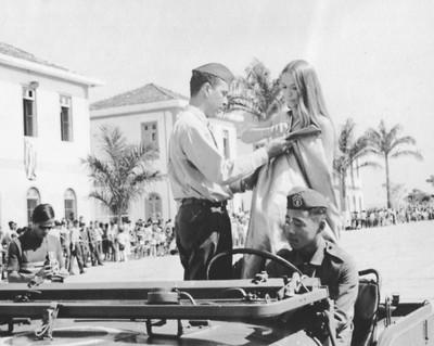 Léa Campos, primeira árbitra do Brasil, foi Rainha do Exército (Foto: Arquivo Pessoal)