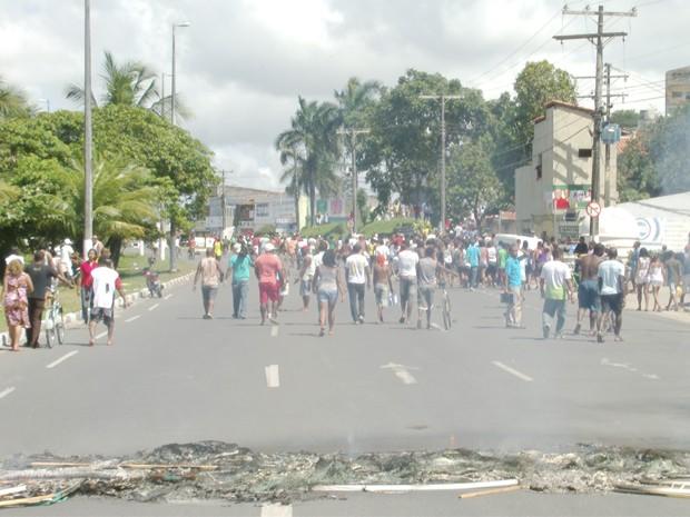 Moradores liberam vias após protesto por segurança na BA-099, diz PRE (Foto: Luciano Souza/Arquivo Pessoal)