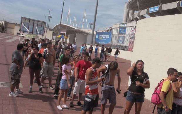 Fila ingressos final Taça Rio Engenhão - Botafogo (Foto: Andre Casado / Globoesporte.com)