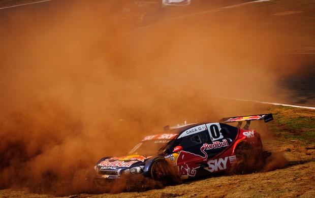 Cacá Bueno teve um pneu furado, rodou e não pontuou na etapa de Cascavel da Stock Car 2012 (Foto: Marcelo Maragni / divulgação)