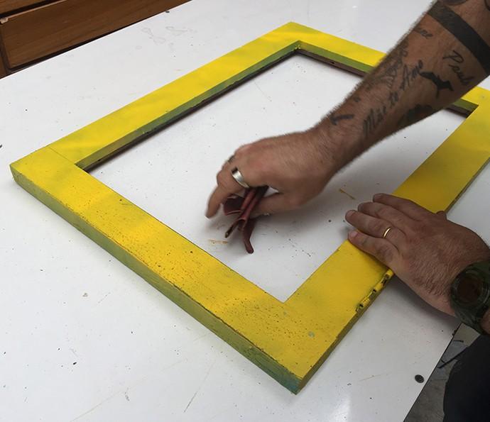 Reaproveitamento: pinte sua janela com as sobras de tinta que tiver em casa (Foto: Gabi Freitas / Gshow)