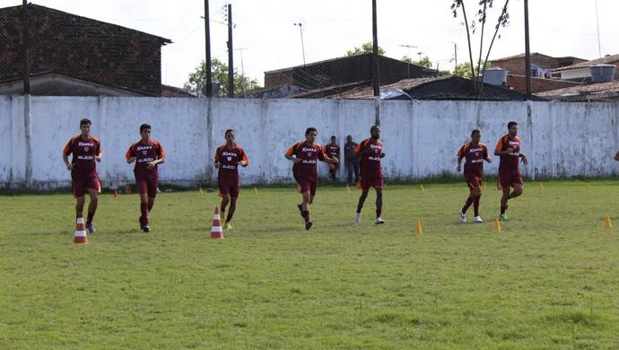 Jogadores realizam teste físico sob recomendações do preparador físico Adriano Oliveira (Foto: Caio Lorena / GloboEsporte.com)