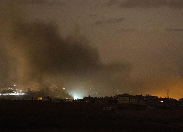 Mísseis e foguetes atingem Israel na noite deste domingo, segundo o Exército (Foto: AFP)