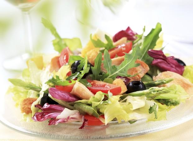 salada; verduras; legumes; frango (Foto: Thinkstock)