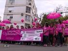 Milhares de pessoas participam da caminhada contra o câncer de mama