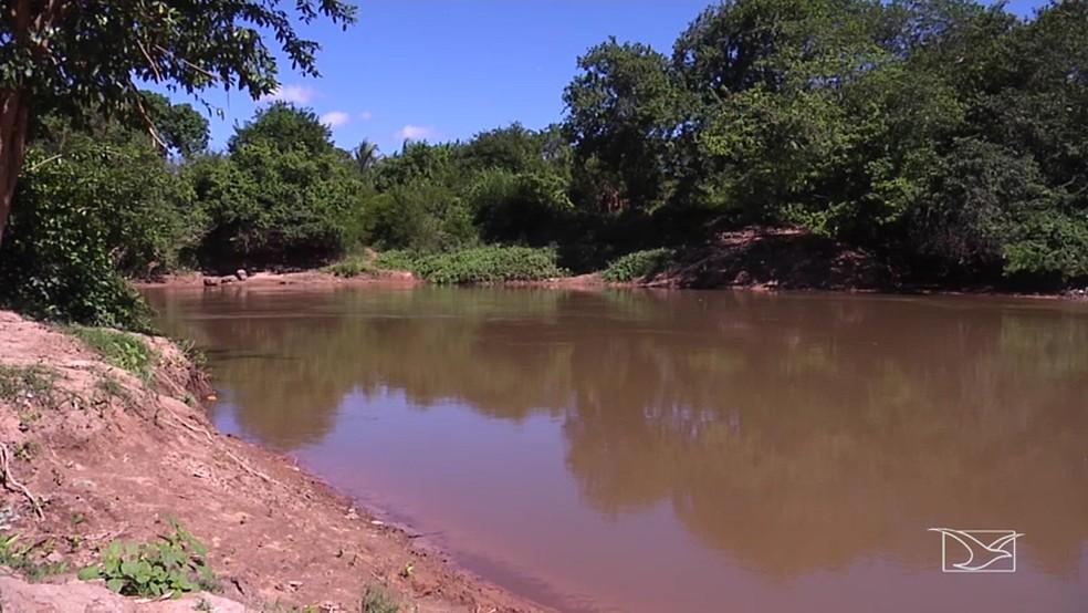 Rio Itapecuru é responsável por 80% da água usada pela população.  (Foto: Reprodução/TV Mirante)