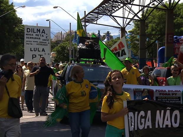 Protesto Taubaté (Foto: Reprodução/TV Vanguarda)
