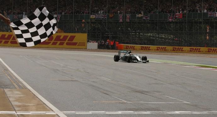 Hamilton vence GP da Inglaterra (Foto: Reuters / Phil Noble)