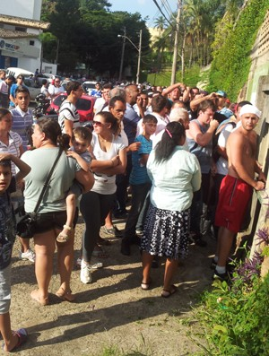 Torcida do Palmeiras faz fila para comprar ingressos para jogo contra o Guarani (Foto: Vírginia Laborão)