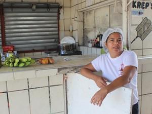 Comerciantes reclamam de queda nas vendas na Lagoa do Portinho (Foto: Ellyo Teixeira/G1)