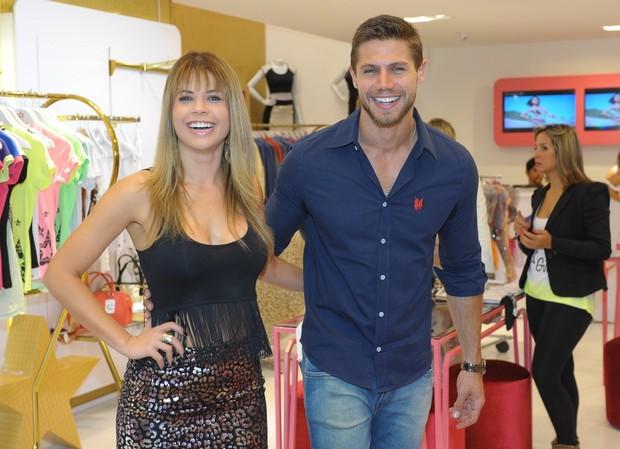 Cacau Colucci e Jonas em loja em São Paulo (Foto: Francisco Cepeda / AgNews)