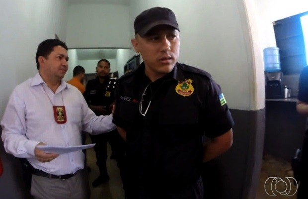Agente prisional é detido após ajudar na fuga de detento em planaltina de Goiás; veja vídeo (Foto: Reprodução/TV Anhanguera)