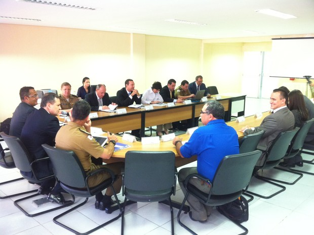 A reunião acontece na sede da 8ª Região Integrada de Segurança Pública (Risp), em Governador Valadares. (Foto: Diego Souza/G1)